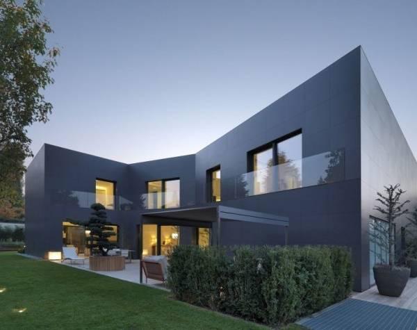 Большой двухэтажный частный дом