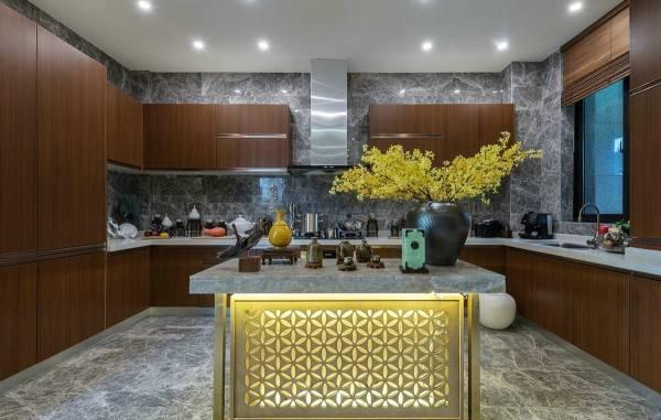 Красивый дизайн кухни в частном доме