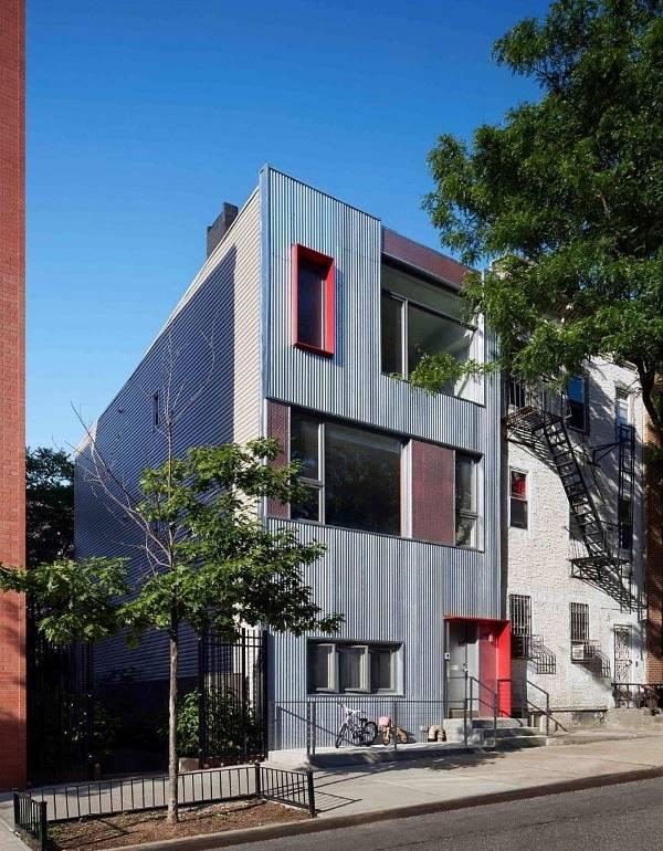 Дизайн частного дома с металлическим покрытием