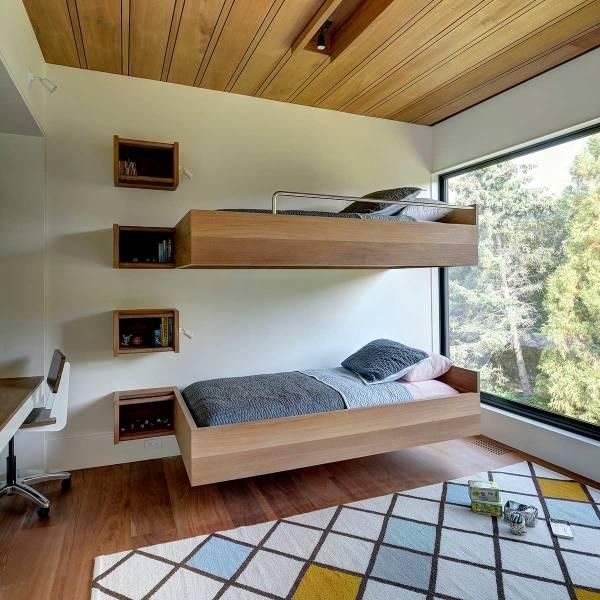 Двухэтажная кровать из двух обычных