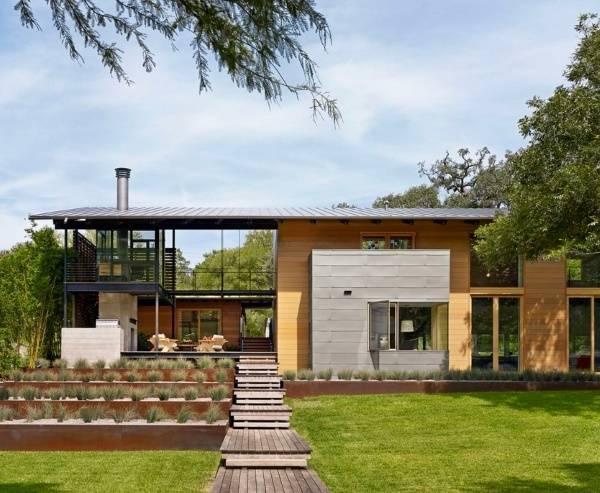 Двухэтажный современный дом загородом