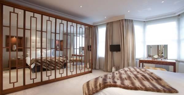 Красивый встроенный шкаф купе в дизайне спальни