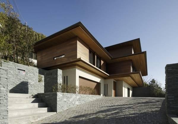 Красивый современный дизайн трехэтажного дома