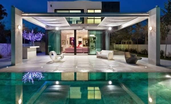 Современный частный дом с необычным дизайном