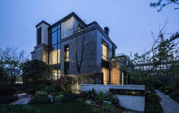 Современный дизайн частных домов - готика
