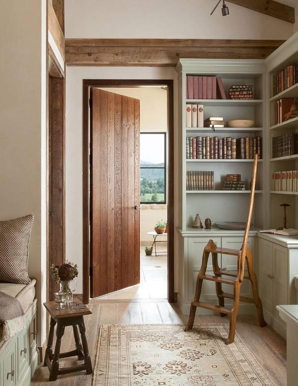 Мини библиотека внутри частного дома