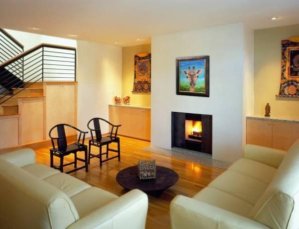 Альтернатива горке в гостиной: встроенные тумбы