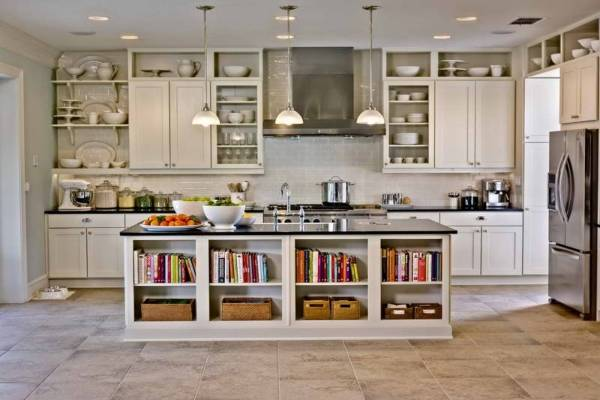 Встроенные шкафы тумбы и полки на кухне