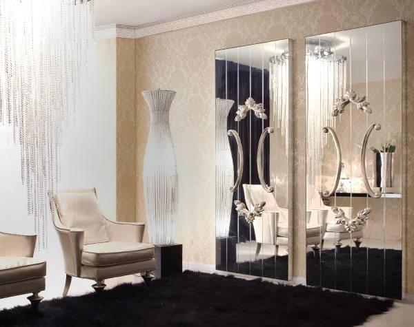 Красивые зеркала в дизайне гостиной частного дома