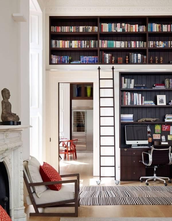 Дизайн гостиной со встроенной библиотекой