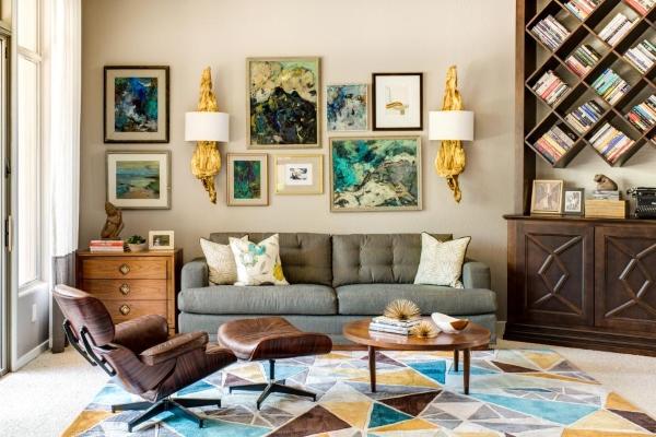 Современный дизайн гостиной с ретро декором