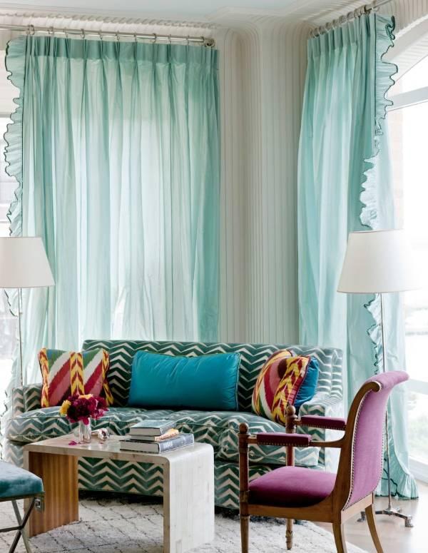 Современная гостиная в бирюзовом цвете
