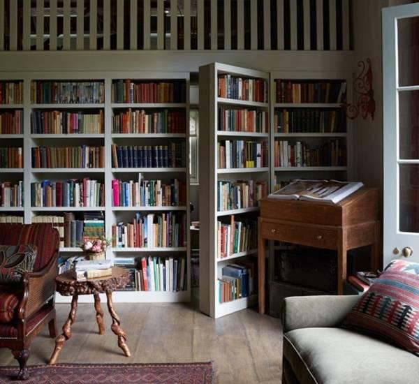 Книжный шкаф с потайной дверью