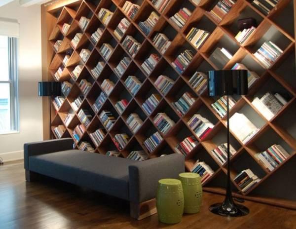 Необычный книжный шкаф в интерьере