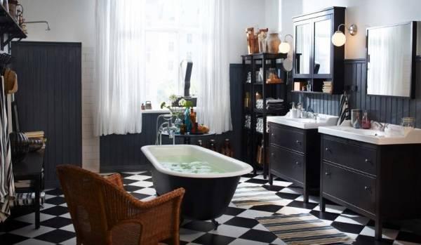 """Укладка плитки в ванной """"Шахматная доска"""""""