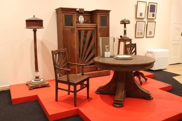 Старинная советская мебель и светильники
