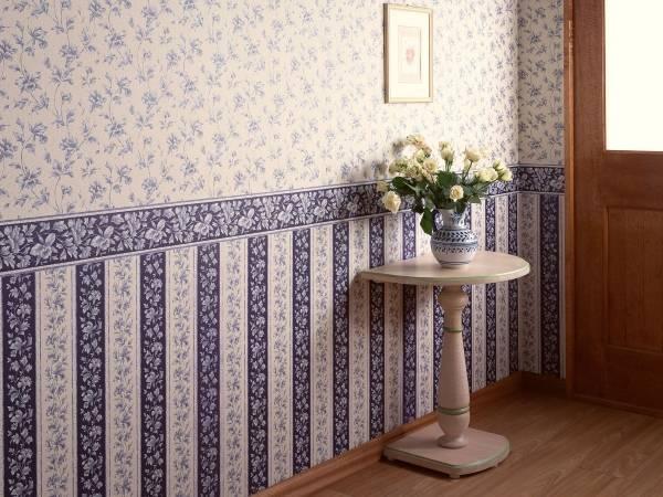 Комбинированные обои с бордюром в интерьере - фото стены