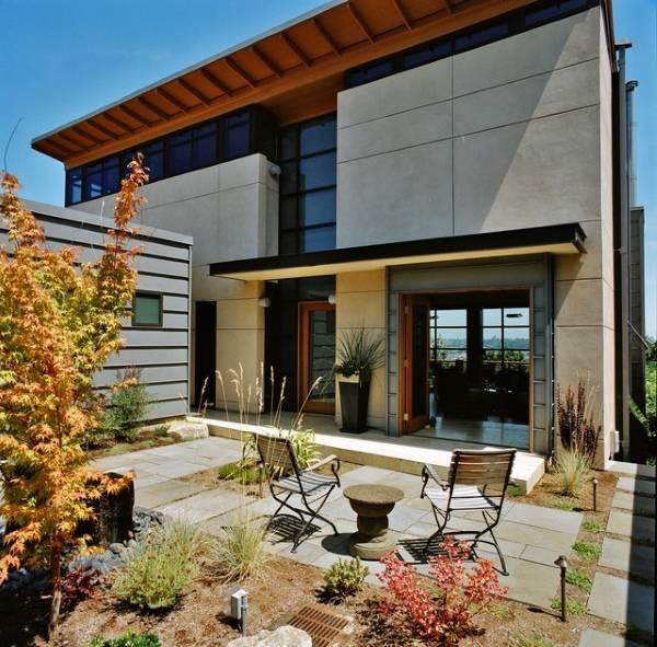 Декоративная отделка фасада дома бетоном