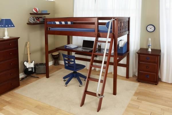 Стильная кровать чердак с рабочей зоной из дерева