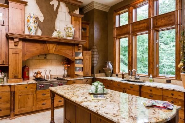 Дизайн окна на кухне - фото деревянных окон