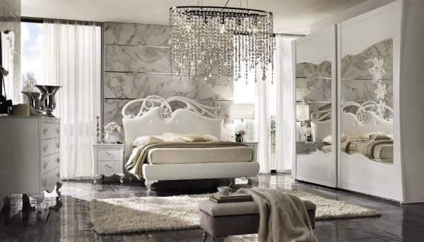 Итальянский шкаф в спальне - фото интерьера