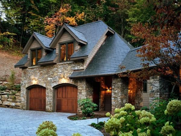 Красивая облицовка фасада дома камнем