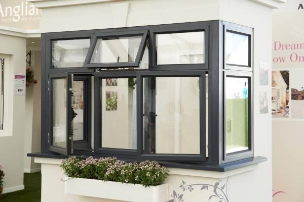 Алюминиевые окна в доме - фото