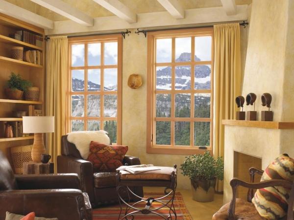 Дизайн окна в гостиной - фото деревянных окон
