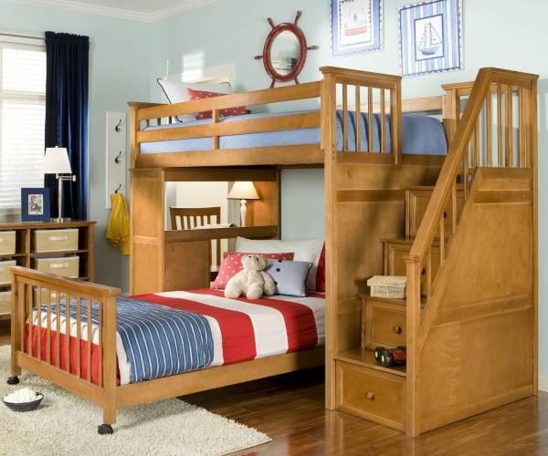 Детская кровать с ящиками на фото