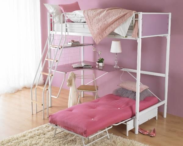 Розовая с белым кровать чердак с кроватью внизу