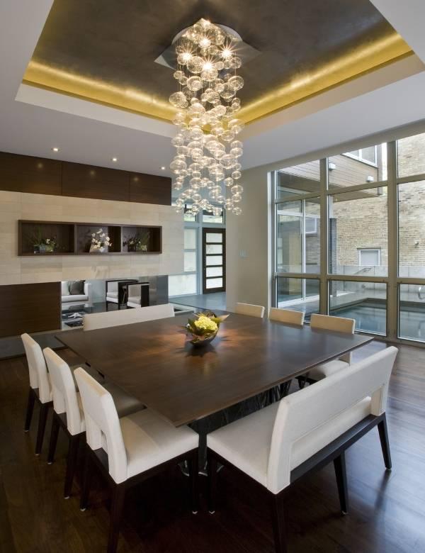 Обеденные столы и стулья в интерьере кухни