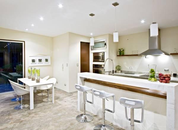 Маленький обеденный стол белый для кухни