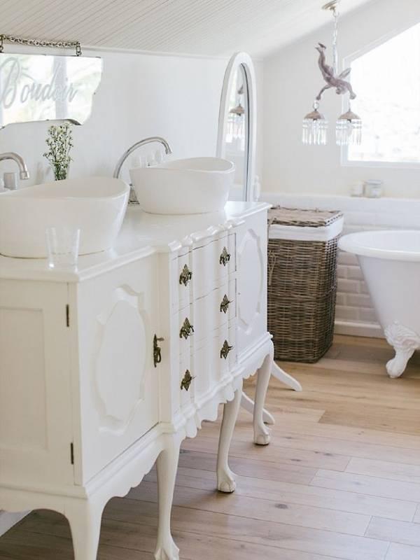 Белая мебель для ванной прованс
