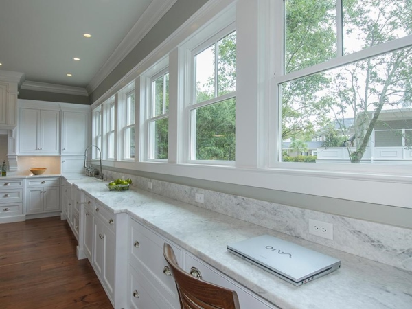 Дизайн окон в частном доме - фото кухни