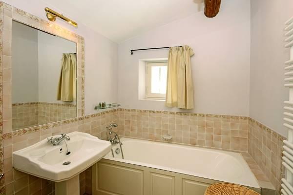 Красивая керамическая плитка для ванной в стиле прованс