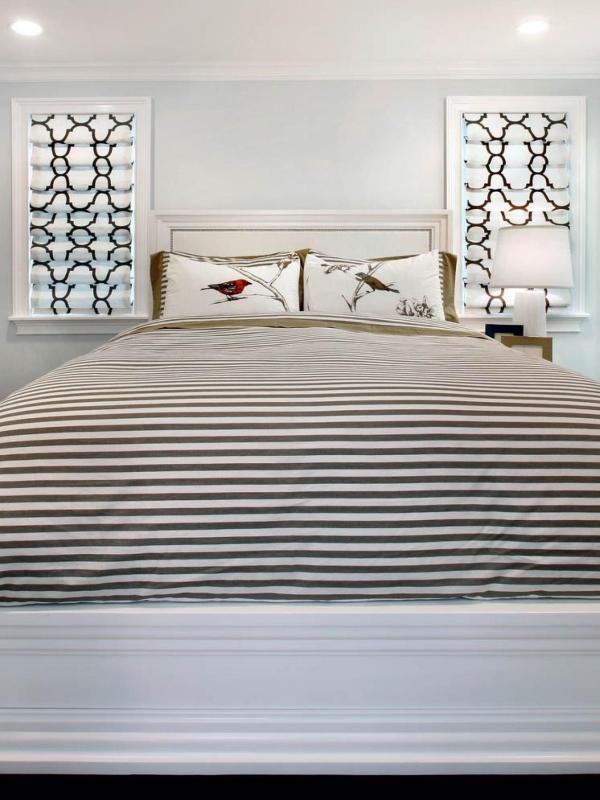 Черно-белые римские шторы для спальни