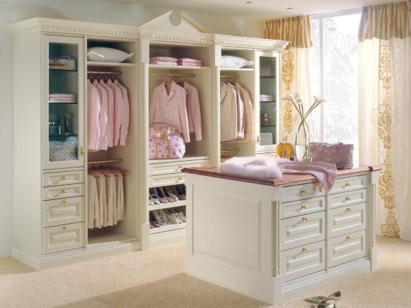 Потрясающий шкаф в спальне - фото шкафа от Studio Becker