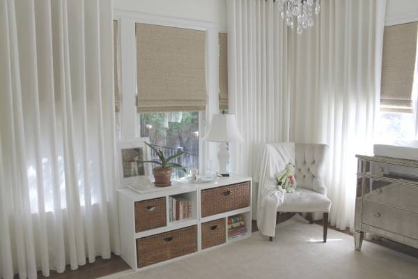 Римских шторы для спальни в пастельных тонах