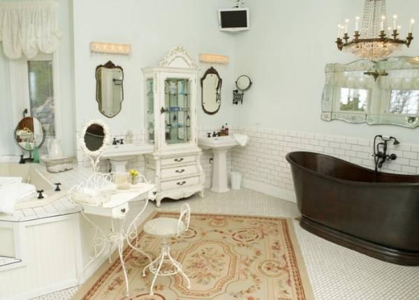 Светлый интерьер ванной комнаты в стиле прованс