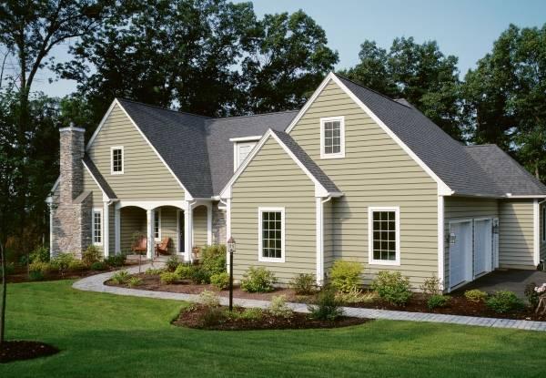 Серый цвет фасада дома - фото фасада с ПВХ панелями