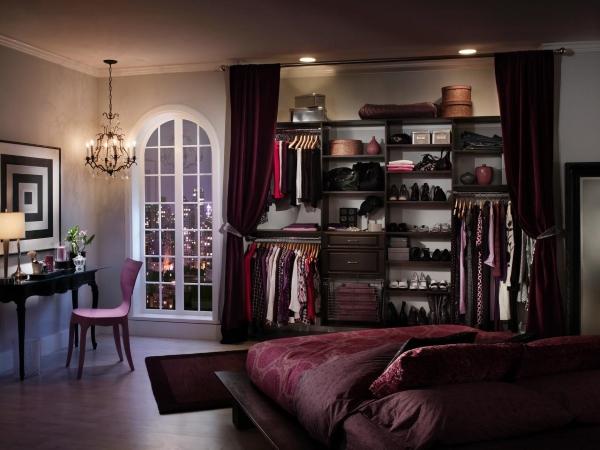 Встроенный шкаф в спальне - фото гардеробной системы