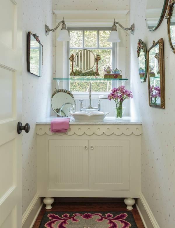 Зеркала и другие аксессуары для ванной в стиле прованс