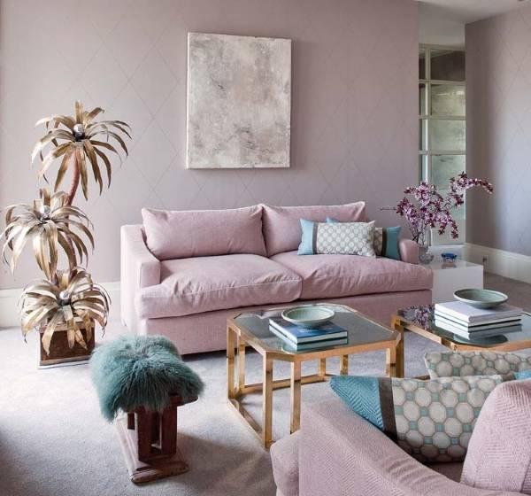 Дизайн гостиной в светлых розовых и голубых тонах