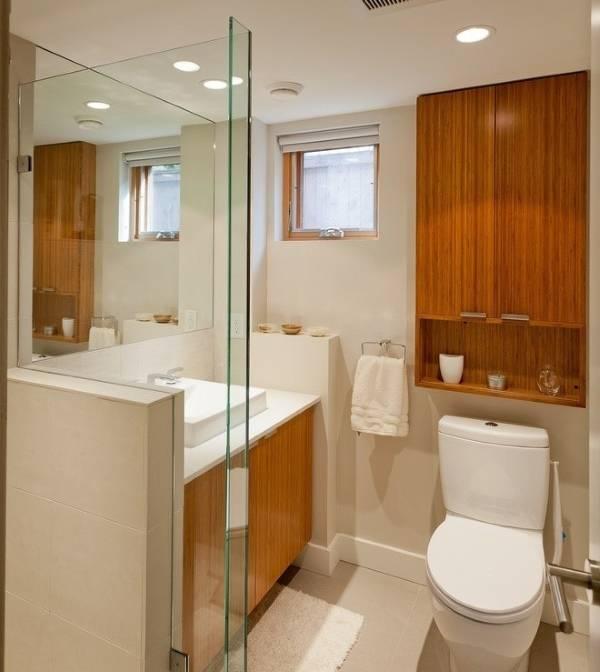 Деревянный навесной шкаф в туалет