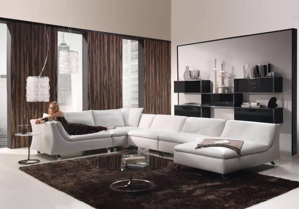 Дизайн гостиной и шторы в стиле хай тек