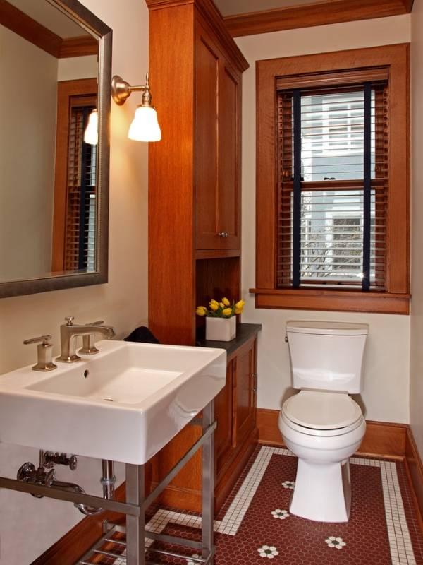 Шкаф в туалете в частном доме