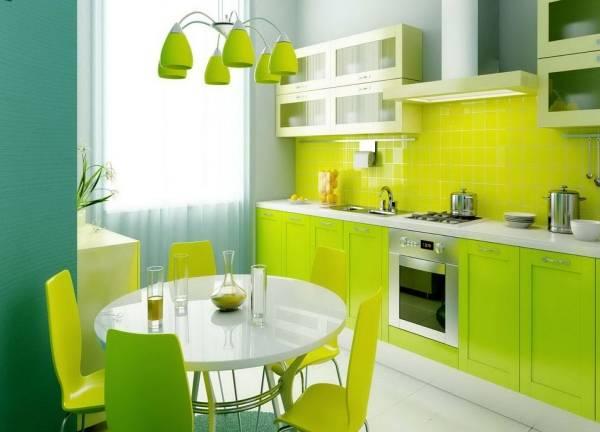 Красивая зеленая кухня в интерьере квартиры