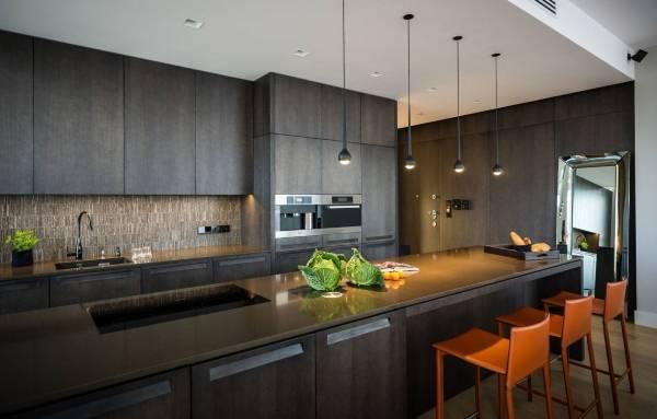 Темная серая кухня в стиле хай тек на фото