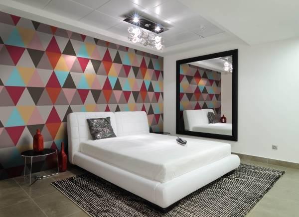 Необычная спальня в стиле хай тек - фото комнаты