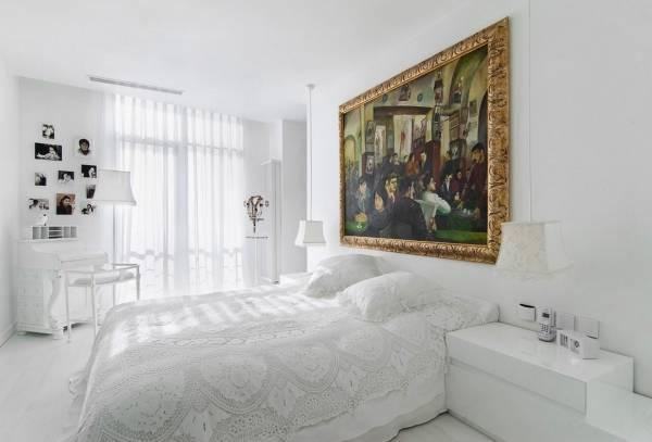 Ослепительно белая спальня в смешанном стиле
